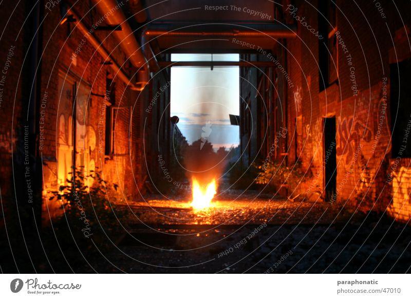 Fire between the walls... Brand Haus Fenster Backstein verwohnt Wand Mauer Beleuchtung erleuchten Verbote Buchstaben Stil Nacht Sträucher Pflanze Fabrik