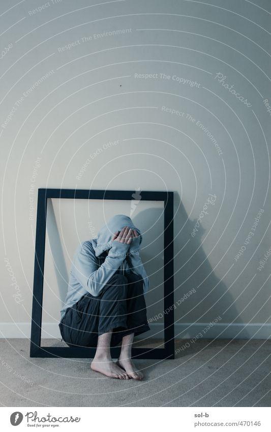 Mensch Jugendliche blau Einsamkeit Junger Mann Erwachsene dunkel 18-30 Jahre Wand Traurigkeit Tod Mauer Kunst Angst maskulin Raum