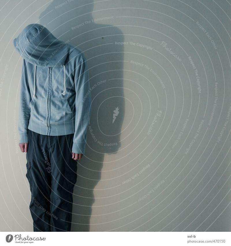 Kapuze maskulin feminin Junger Mann Jugendliche 1 Mensch 18-30 Jahre Erwachsene Mauer Wand Bekleidung Kapuzenpullover Motorhaube Armut trist Traurigkeit Trauer