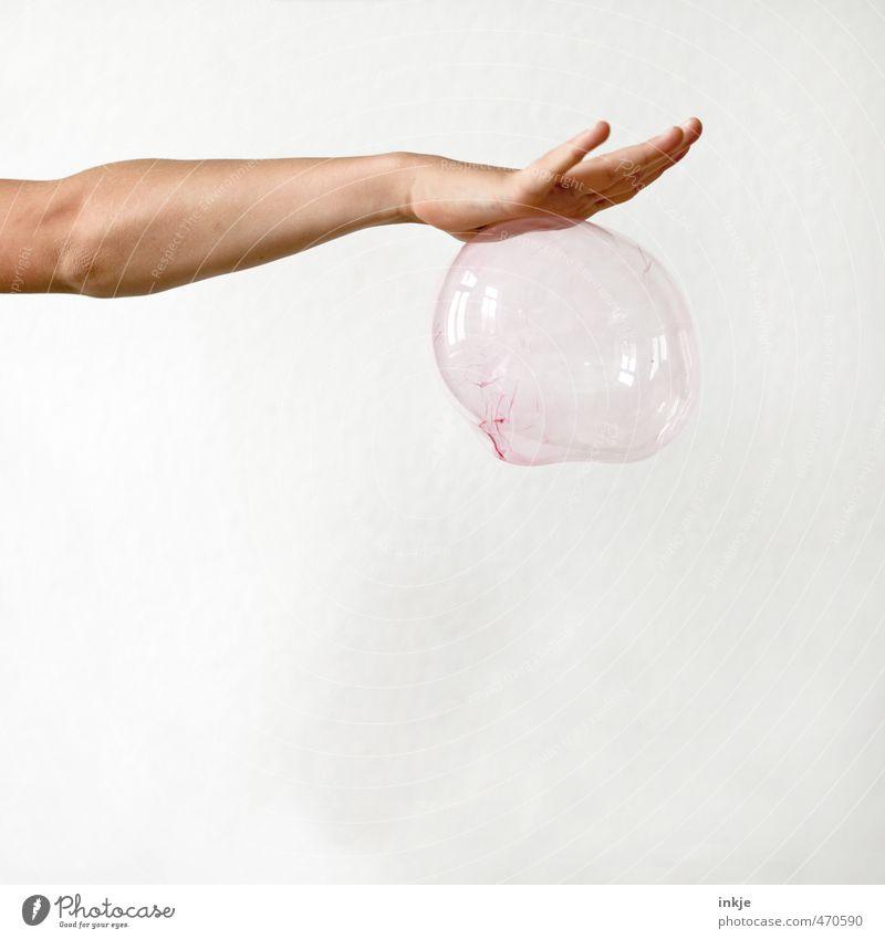 Rosa Magie Freude Freizeit & Hobby Spielen Kinderspiel Kindheit Jugendliche Leben Arme Hand 1 Mensch Luftballon Seifenblase hängen außergewöhnlich oben rund