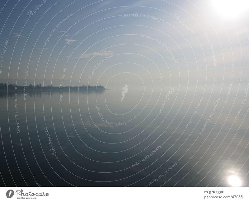 Bodensee am Morgen Wasser ruhig Einsamkeit See Nebel Glätte