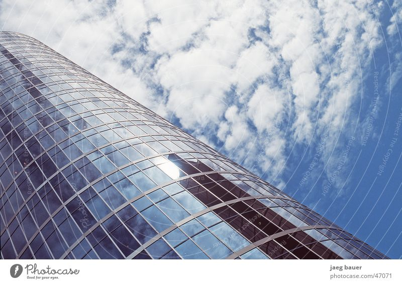Vancouver Shakedown Himmel blau Wolken Glas Hochhaus modern Spiegel aufwärts diagonal Anschnitt Bildausschnitt Glasfassade Fensterfront Wolkenfeld himmelwärts