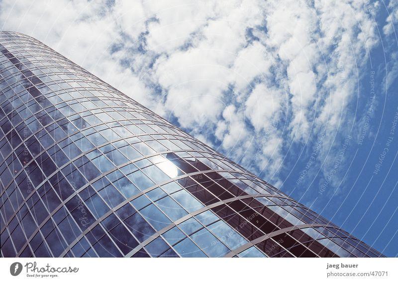 Vancouver Shakedown Hochhaus Glasfassade Spiegel Reflexion & Spiegelung Wolken Himmel blau Wolkenfeld himmelwärts aufwärts diagonal Anschnitt Detailaufnahme