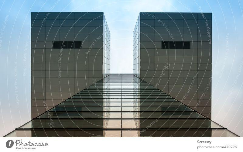 Into the sky... Köln Stadt Menschenleer Gebäude Architektur Fassade hoch ästhetisch Business elegant Perspektive Symmetrie Wandel & Veränderung Farbfoto