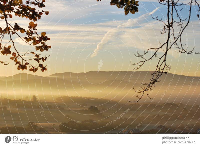 HerbstlicherSonnenaufgang Himmel Natur Ferien & Urlaub & Reisen blau weiß Baum Erholung ruhig Landschaft Wolken Ferne gelb Berge u. Gebirge Freizeit & Hobby