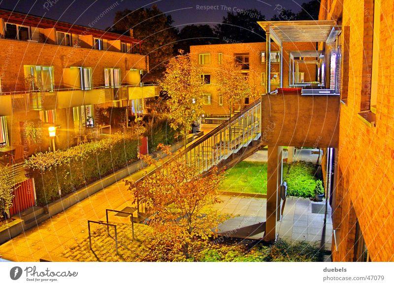 Home@Night Haus Nacht dunkel Licht Langzeitbelichtung Laterne Lampe Herbst Doppelbelichtung hausreihe hell Treppe Abend Sommer