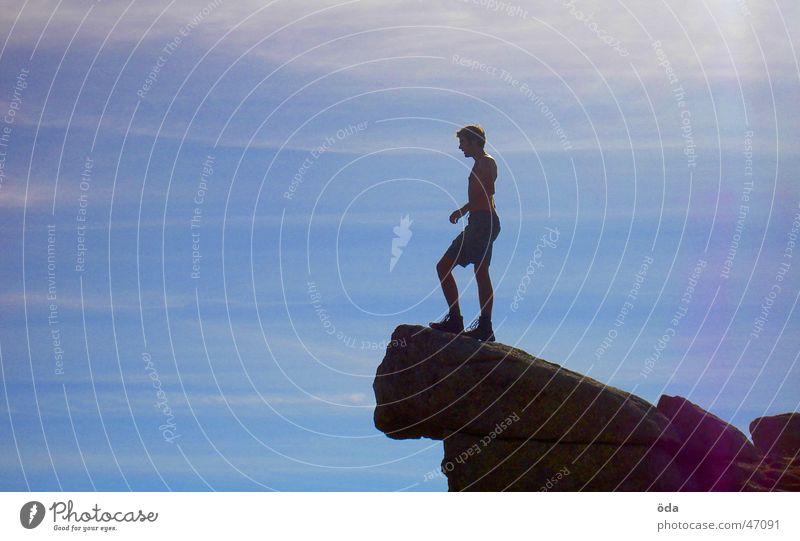frei sein Mann Himmel Berge u. Gebirge Freiheit Felsen Aussicht Gipfel tief Am Rand