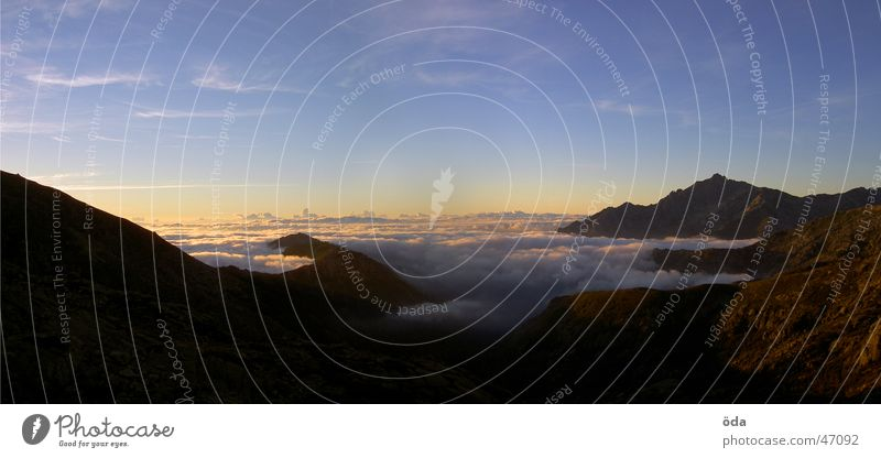korsische Aussicht #1 Panorama (Aussicht) Horizont Wolken Sonnenaufgang Dämmerung Nebel Berge u. Gebirge groß Panorama (Bildformat)