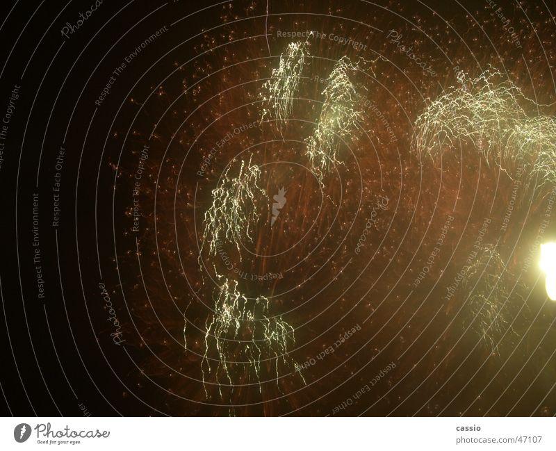Feuerwerk. Himmel Lampe dunkel Silvester u. Neujahr Feuerwerk Gewitter Oldenburg Pyrotechnik