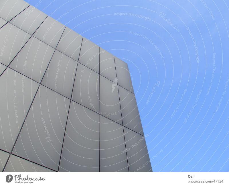 Bürogebäude Himmel blau schwarz Kanton Bern Berne