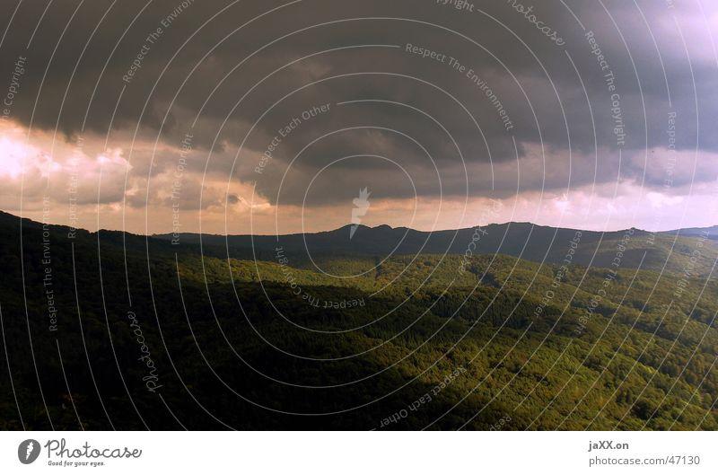 Sagenhafte Drachenwelt Wiese Wolken Hügel Wald Strukturen & Formen Hoffnung Ferne Außenaufnahme Berge u. Gebirge Sonne siebengebierge Landschaft Gewitter Himmel