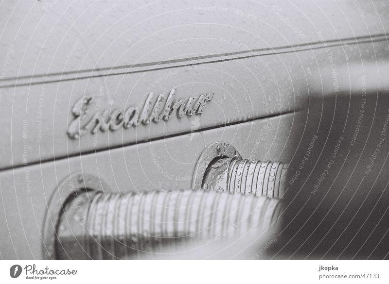 Excalibur elegant Stil Kreuzfahrt Fahrzeug PKW Oldtimer alt fahren Feste & Feiern retro Bewegung Reichtum replika Schwarzweißfoto Detailaufnahme Menschenleer