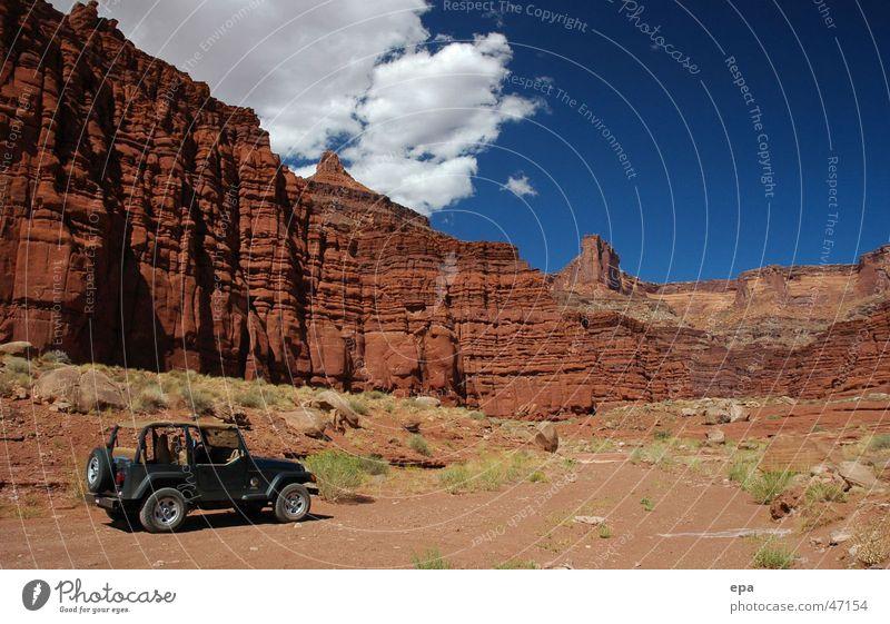 Canyonlands Himmel rot Ferien & Urlaub & Reisen Ferne Freiheit Stein Landschaft Abenteuer USA Schlucht Nationalpark Gelände Geländewagen