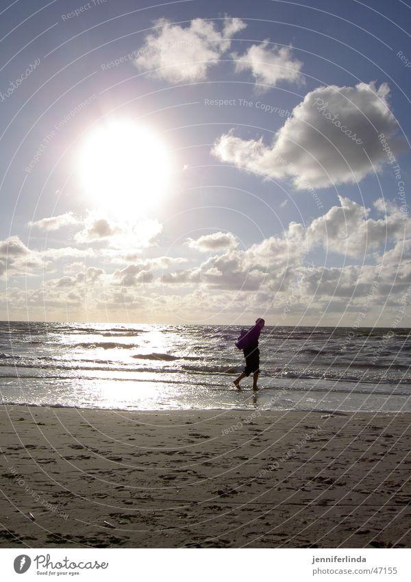 die Erleuchtung II - nicht interessiert? Illumination Strand Einsamkeit wandern Silhouette Nordsee Ferne