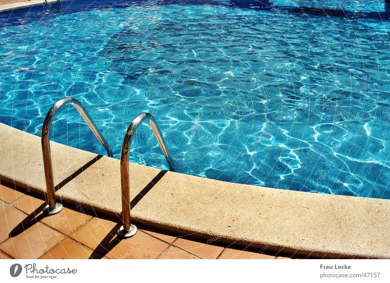 Badespaß Wasser Sonne Sommer Ferien & Urlaub & Reisen Schwimmbad Becken Chlor Beckenrand