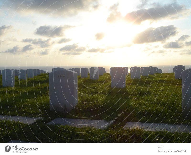 Soldaten-Friedhof Coronado Amerika Soldatenfriedhof Begräbnisstätte Sonnenuntergang San Diego County USA weisse grabsteine