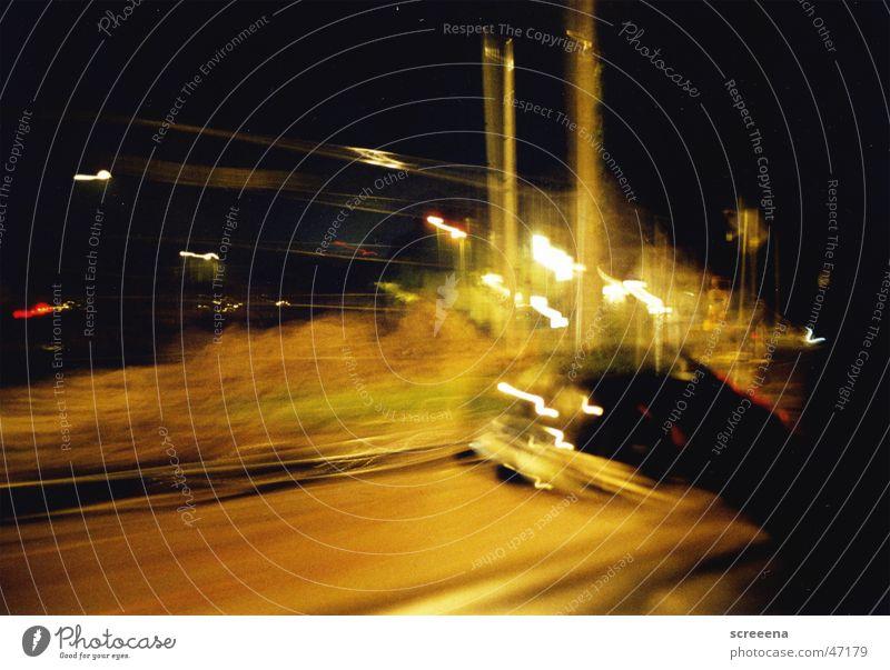 Autofahrenbeinacht Nacht Belichtung Licht Fenster Spiegel Seitenspiegel PKW Schatten Bewegung
