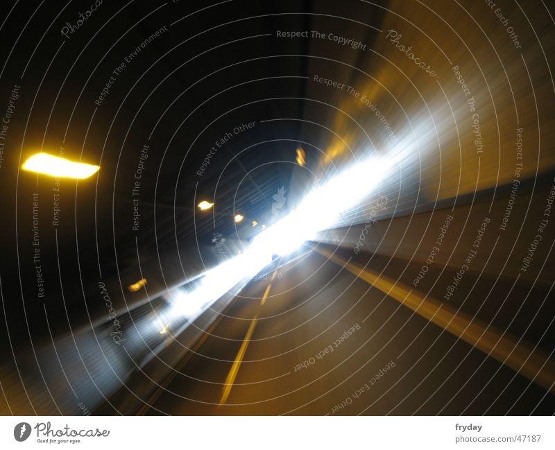 Am Ende Tunnels brennt ein Licht Beschleunigung Bewegung Wut