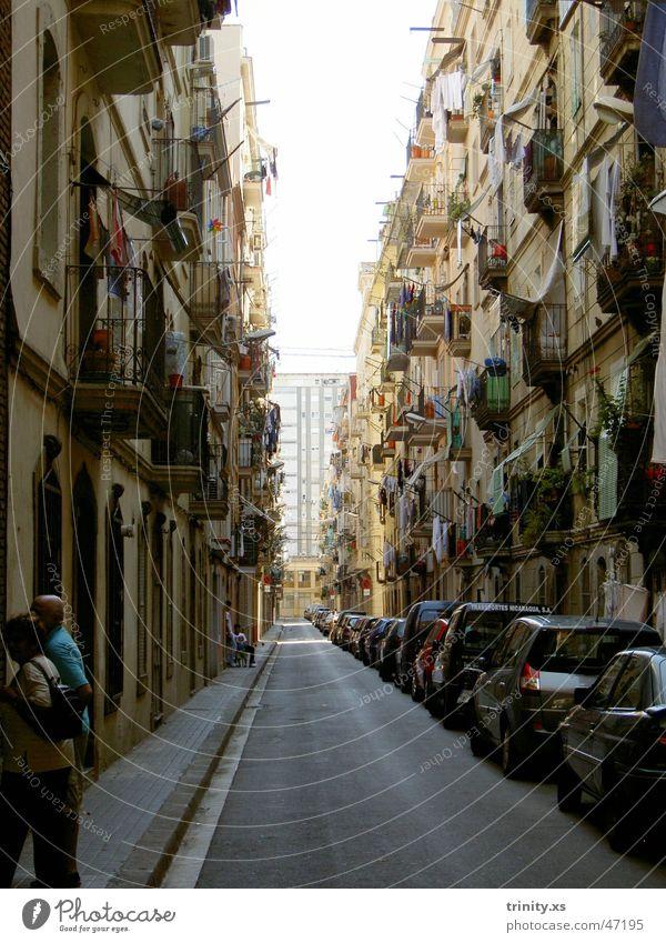 streets of barcelona Mensch Ferien & Urlaub & Reisen Straße Fenster PKW Tür Seil Aussicht Balkon Spanien Wäsche Barcelona Süden Gasse Durchblick Wäscheleine