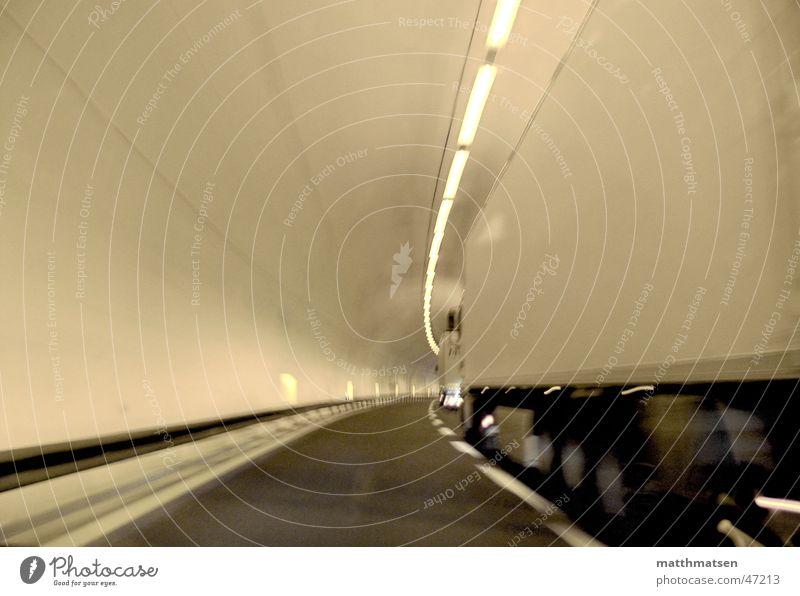 traffic weiß Straße Bewegung hell Schilder & Markierungen Geschwindigkeit Perspektive fahren Güterverkehr & Logistik Lastwagen Tunnel tief Kurve Gefolgsleute