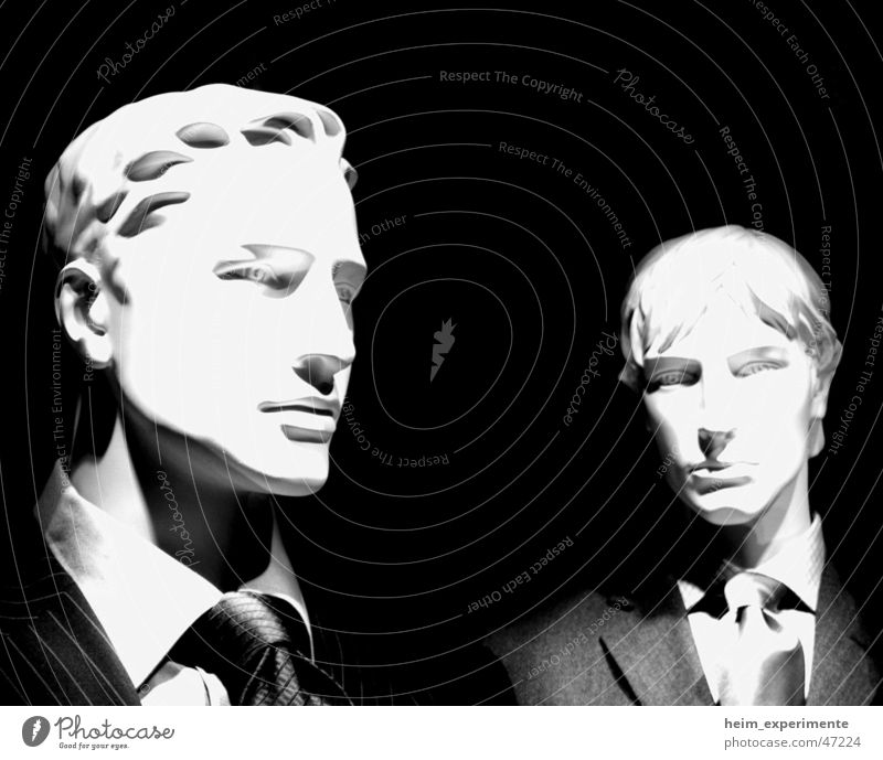 Das undynamische Duo Schaufensterpuppe Mann Mensch Anzug schwarz Krawatte blond Bekleidung Model Arbeiter Dienst Mitarbeiter Vorgesetzter Bonze Anwalt Puppe