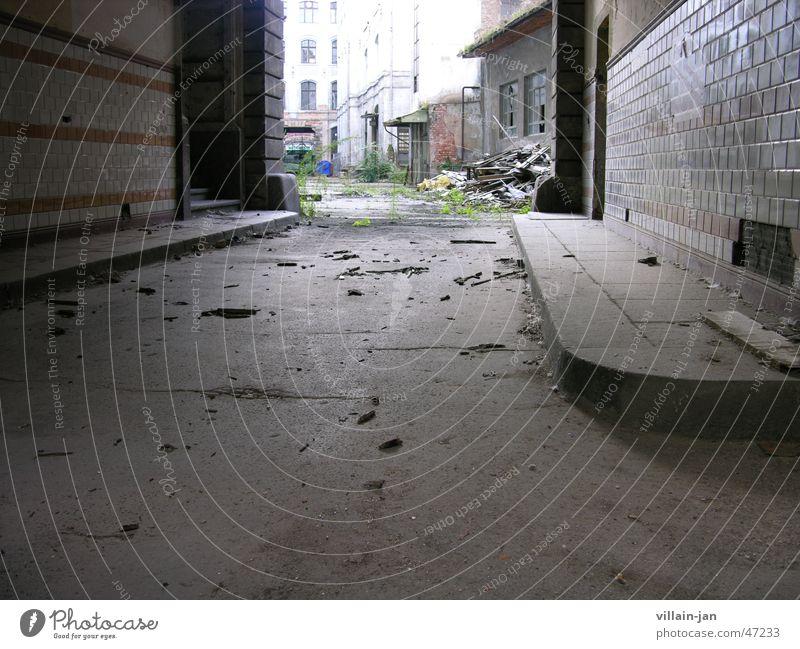hinterhof Einsamkeit dreckig Müll schäbig Hinterhof Demontage Abrissgebäude