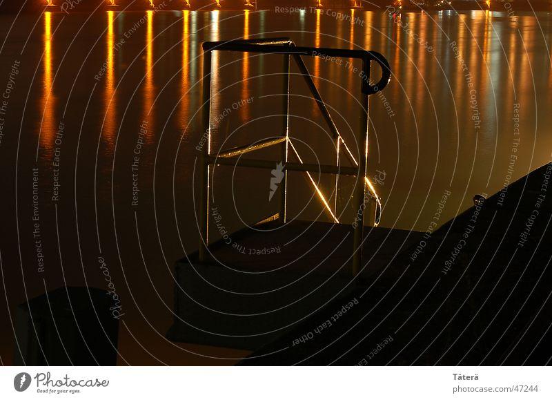 Geländer Licht Anlegestelle Reflexion & Spiegelung Treppengeländer Wasser Küste Fluss