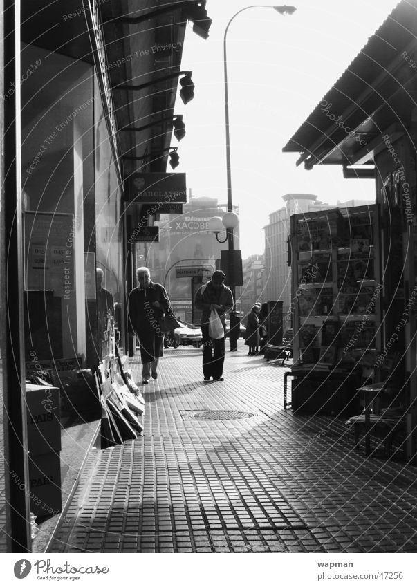 Madrid Spanien Kiosk Straße Schwarzweißfoto