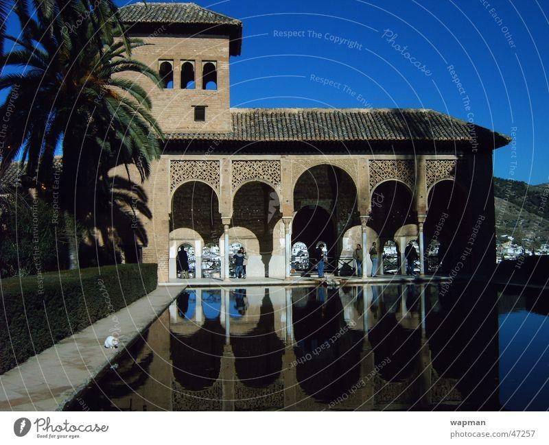 Alhambra Granada Andalusien Spanien Gebäude Reflexion & Spiegelung reflektion Architektur