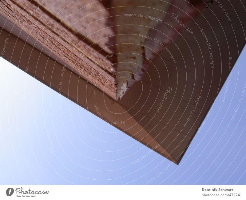 down under Himmel blau rot oben Mauer Gebäude Perspektive Dach unten Backstein verkehrt Vordach