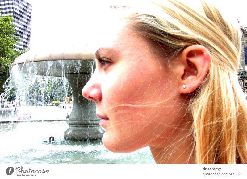 Brenda-Lee Frau Wasser Stadt Sommer Brunnen