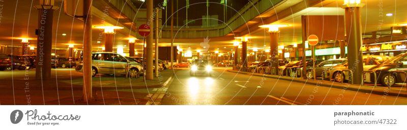 Nightflight Tunnel lang Garage Gegenverkehr Durchblick Licht parken Nacht spät Stativ mehrere stoppen Lampe erleuchten Beleuchtung Dach Stil Endzeitstimmung