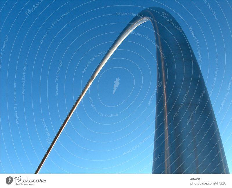 Rohr am Himmel (Version: ein Rohr) blau Freiheit Kreis Flügel Aussicht Stahl Röhren Skulptur Barcelona Olympiade