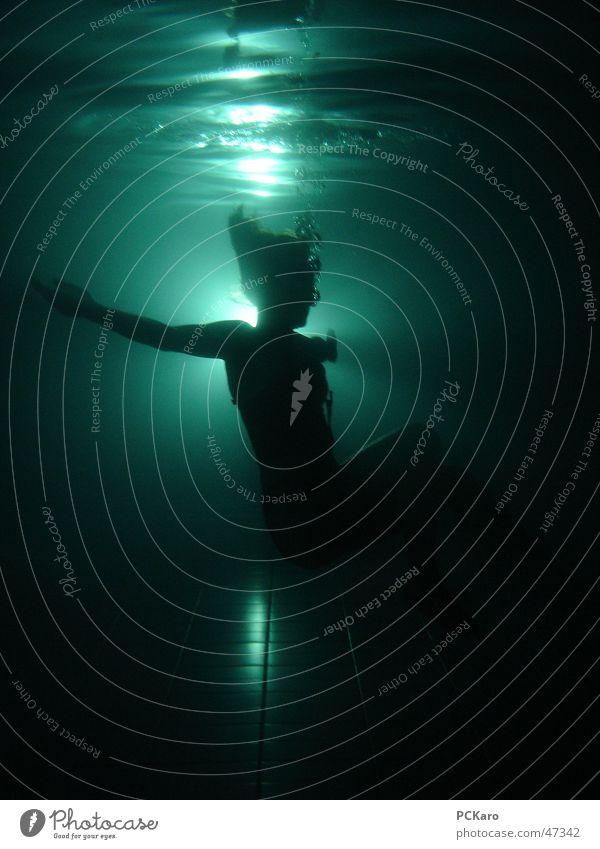 drowning 2 Frau Mensch Wasser dunkel springen Tod Haare & Frisuren Wellen gruselig Unterwasseraufnahme