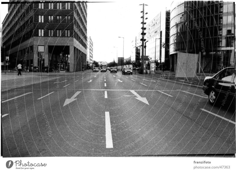 Berlin Potsdamer Platz Stadt Schwarzweißfoto Straße Leben PKW