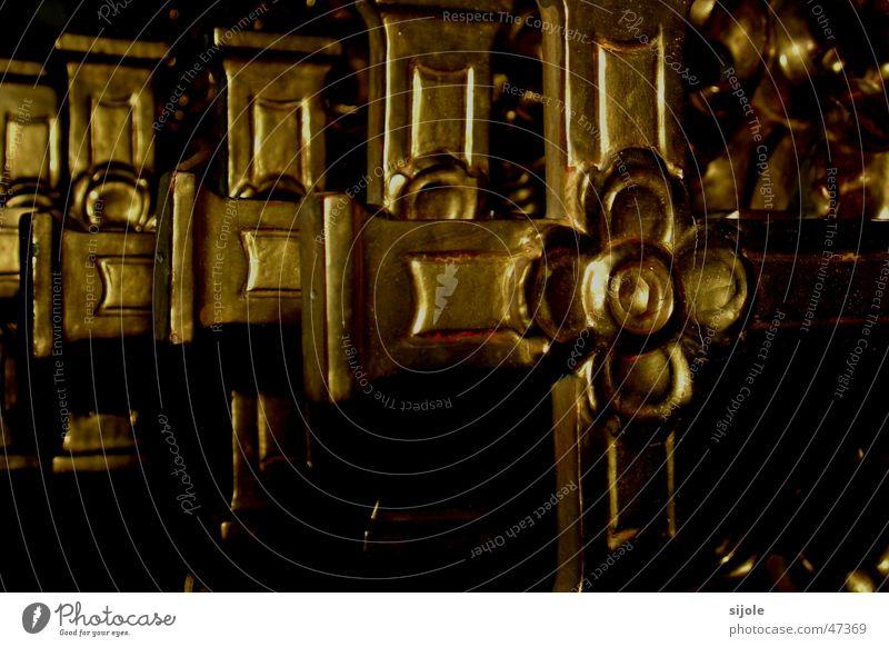 Kreuzweg Religion & Glaube gold Rücken Symbole & Metaphern Kruzifix Christentum Katholizismus Feldkreuz