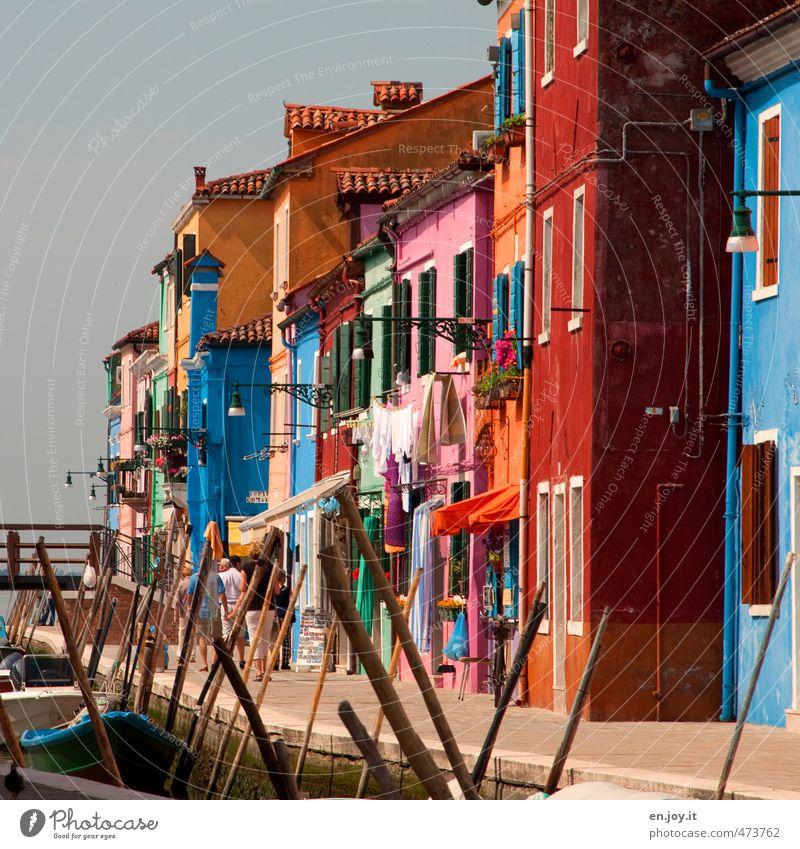 Abwechslung Mensch Ferien & Urlaub & Reisen Haus Fenster Wand Mauer Fassade Wasserfahrzeug Häusliches Leben Tourismus Fröhlichkeit Ausflug Bekleidung Lebensfreude Italien Europa