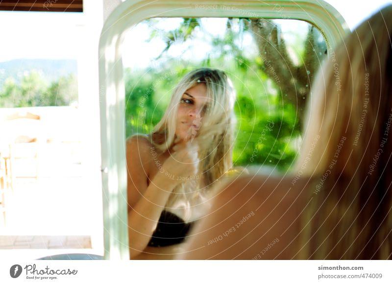 Spiegel schön Körperpflege Haare & Frisuren Creme Wellness Leben harmonisch Wohlgefühl Sinnesorgane feminin 1 Mensch 18-30 Jahre Jugendliche Erwachsene Bikini