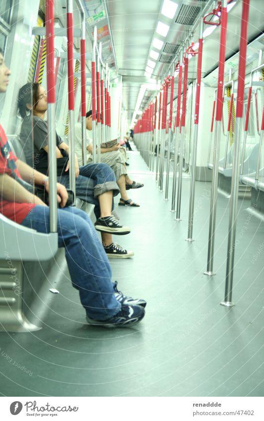 U-Bahn in Hongkong warten