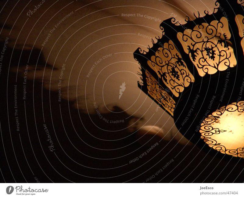 rustikales kneipenlicht Erholung Lampe Gastronomie Wärme schön Physik gemütlich Eindruck Kneipe Rheingau Winzer riesling Licht Schatten