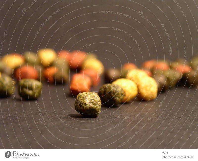 futter / feed grün rot Ernährung gelb rund Kugel Futter Fischfutter