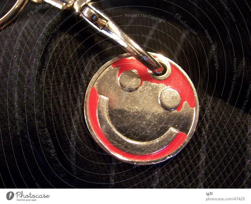 kopf hoch Freude lachen Stimmung Metall lustig nah Verfall grinsen Schlüssel Smiley Mikrochip Elektronik Schlüsselanhänger