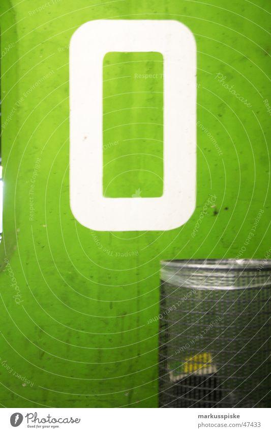 etage 0 Etage Stock leer weiß grün mint Müll Papierkorb parken Parkhaus Schriftzeichen Typographie Ziffern & Zahlen Hinweisschild Wegweiser
