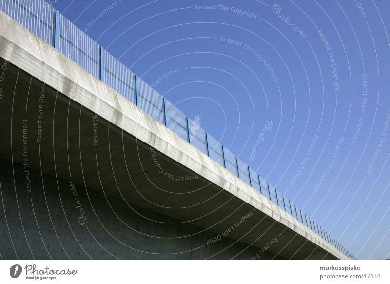 autobahnbrücke Himmel Sonne blau Beton Autobahn Grenze Geländer Fahrzeug Säule