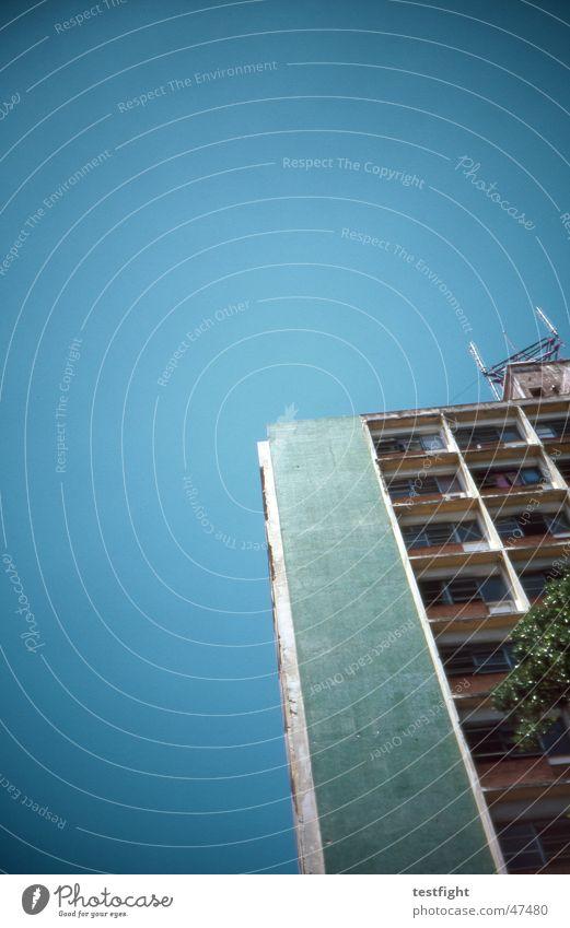 havanna Kuba Havanna Hochhaus Haus Gebäude Himmel Sommer Stadt Raum grün building sky sun Sonne rooms blau Architektur