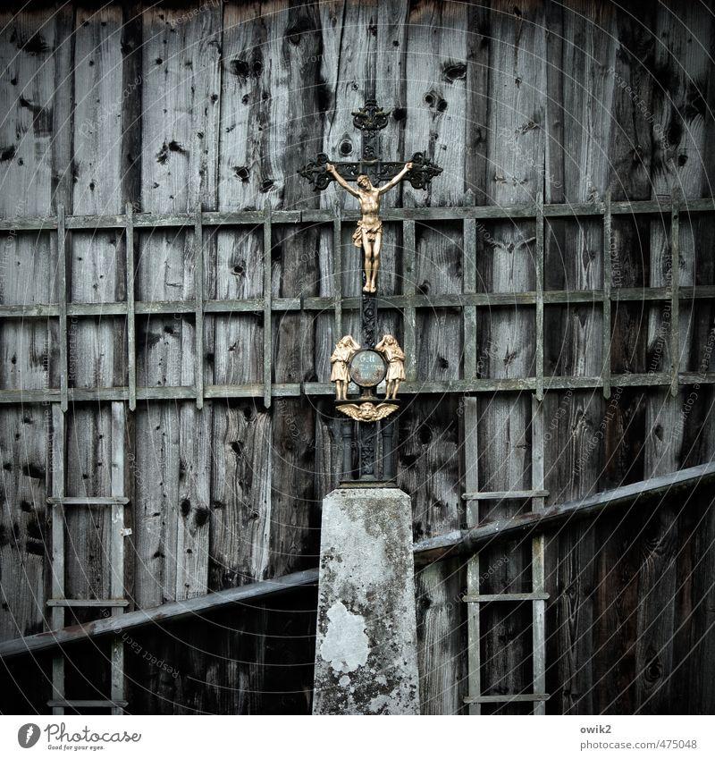 Bekenntnis Scheune Mauer Wand Fassade Holz Metall Zeichen leuchten dunkel glänzend blau gold grau schwarz Macht Vertrauen Liebe Treue Güte Opferbereitschaft