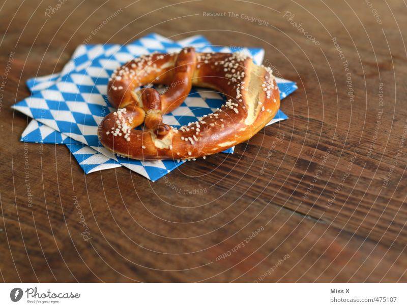 O'zapft is Feste & Feiern Lebensmittel frisch Ernährung lecker Jahrmarkt Frühstück Bayern kariert Backwaren Mittagessen Oktoberfest Teigwaren Salz Holztisch