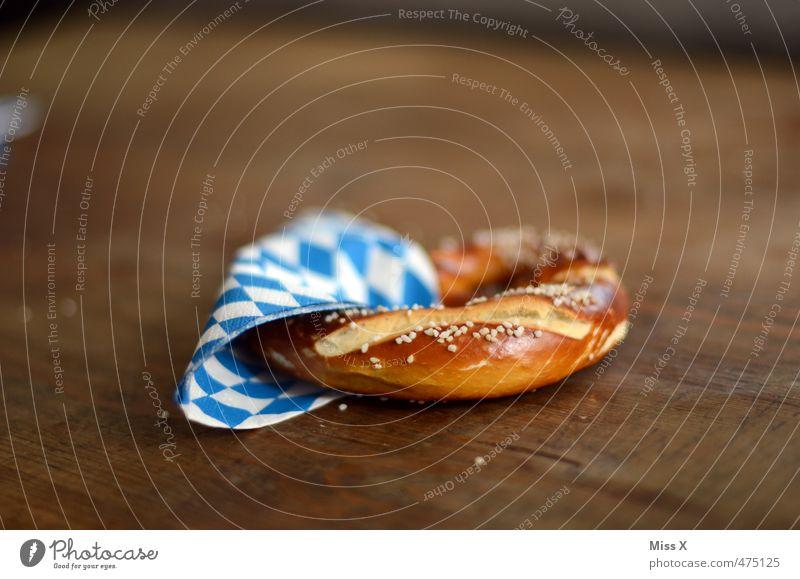 O'zapft is Feste & Feiern Ernährung lecker Bayern kariert Mahlzeit Backwaren Mittagessen Oktoberfest Teigwaren Salz Holztisch Büffet Fastfood Vesper Brunch