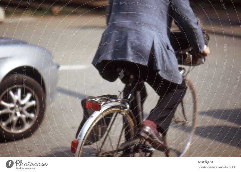 fahrradfahrer Stadt Sonne Sommer Straße Bewegung PKW Fahrrad Italien Anzug Fahrer Management Provinz Como