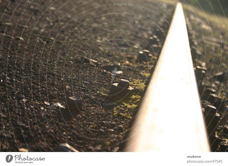 schienen endlos Gleise hell tief Schraube eisenbahn.